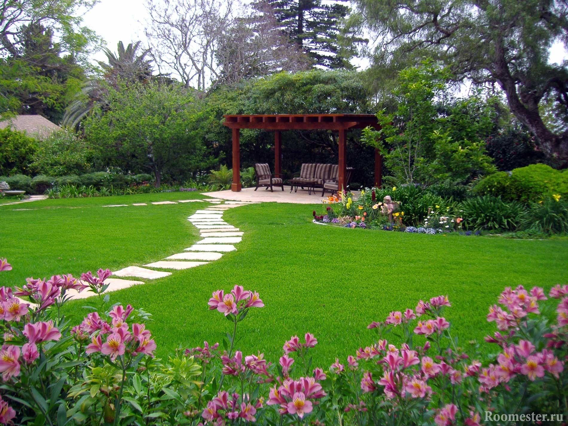 Progettare Un Giardino In Campagna terreno paesaggistico di una casa di campagna. abbellimento